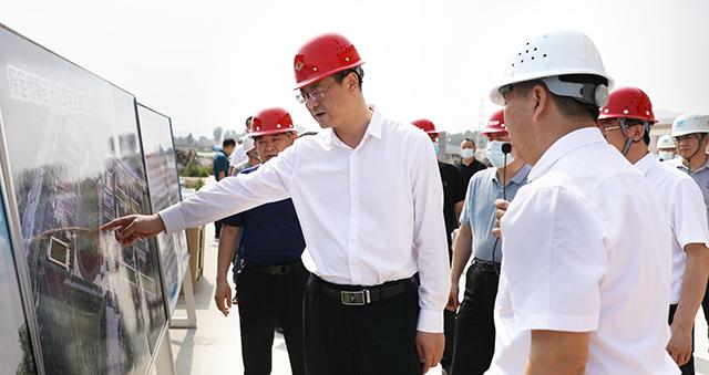区委书记刘永胜到保定市第二十八中学和保定第七医院调研