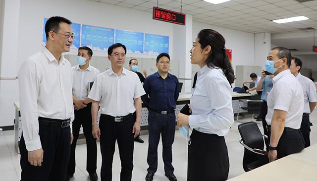 区委书记刘永胜到政务服务中心、防汛应急调度中心和城市大脑运营指挥中心调研